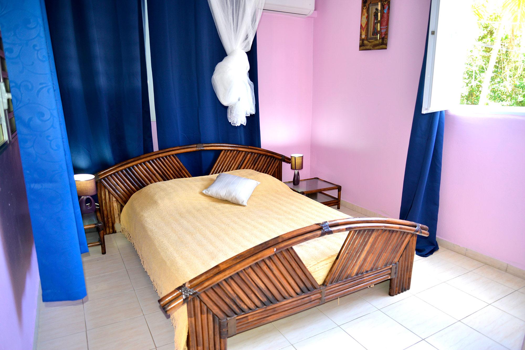 visiter le f4. Black Bedroom Furniture Sets. Home Design Ideas